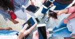 Телефоны в пользовательских руках